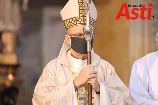 Il vescovo di Asti Marco Prastaro, durante una messa