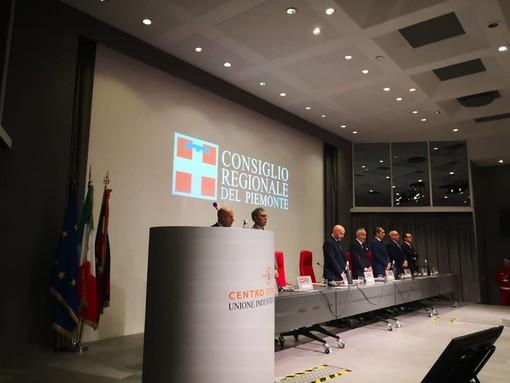 Il minuto di silenzio in apertura di Consiglio regionale