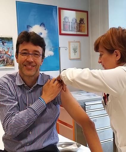 Asti, il commissario Messori Ioli si sottopone alla vaccinazione