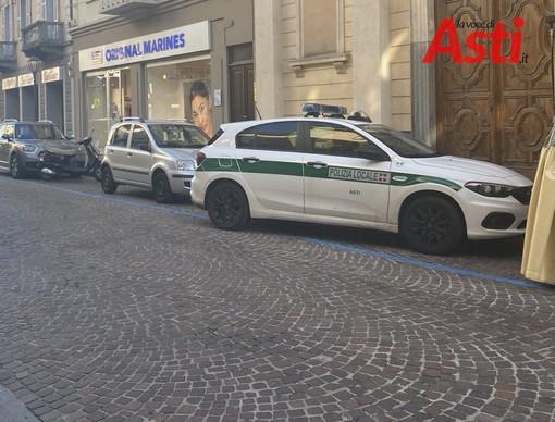 Ruba alcolici al Gulliver di via Cavour di Asti. Fermato e identificato dalla polizia locale