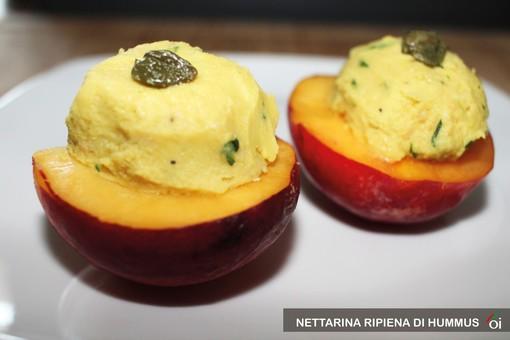 MercoledìVeg di Ortofruit: oggi prepariamo la nettarina ripiena di Hummus