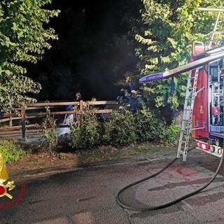 Montaldo Scarampi: intervento dei vigili del fuoco per lo spegnimento di alcuni cassonetti in fiamme