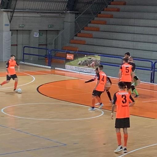 Terza vittoria consecutiva per l'Orange Futsal Asti, nel recupero dell'ottava giornata