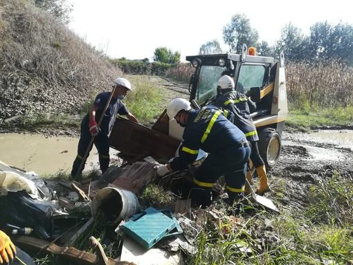 """Anche i volontari di Protezione Civile """"Città di Asti"""" ha partecipato a """"Puliamo il mondo"""" in zona """"Isolone"""" [FOTO]"""