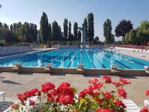 """""""Quando saranno tagliate le erbacce nel parcheggio della piscina di via Gerbi?"""". Nuova interrogazione della consigliera Angela Quaglia"""