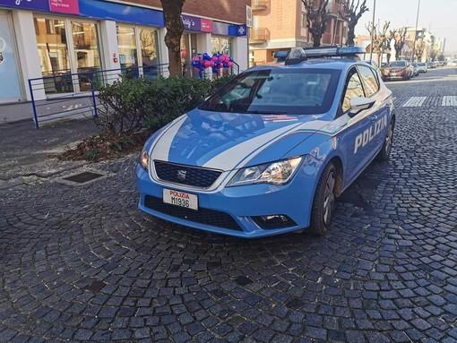 Armato di forbici rapina il Caddy's di corso Torino