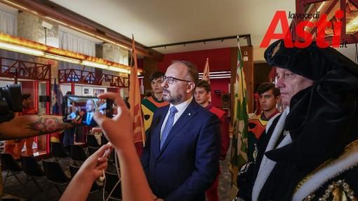 Il sindaco Rasero all'arrivo in conferenza stampa a Torino
