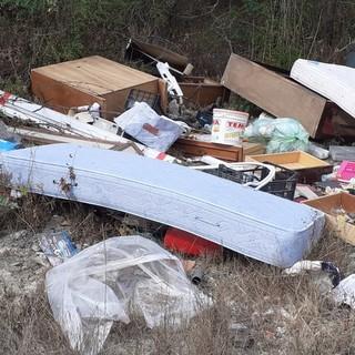 Duplice intervento della Protezione Civile di Asti per rimuovere rifiuti di ogni genere