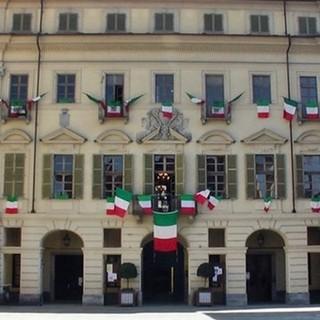 """A San Damiano anche un gruppo Facebook per aiutare i commercianti. È nato """"Shopping in corso… a San Damiano"""""""