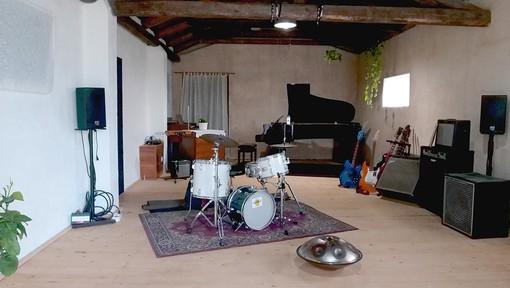 A Nizza Monferrato la sala di registrazione del musicista Davide Abruzzese