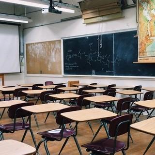 Guanti, registro elettronico e divieto di merenda condivisa: cosa serve per un ritorno a scuola in sicurezza
