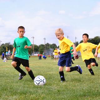 Immagine generica di sport, bambini su un campo da calcio