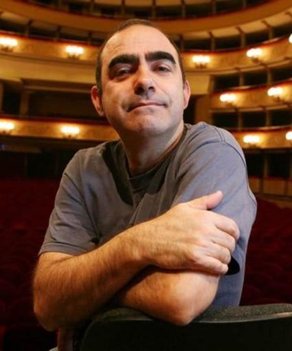 """Intervista a Elio, narratore e baritono dell'""""Opera buffa"""", in scena stasera all'Alfieri di Asti"""