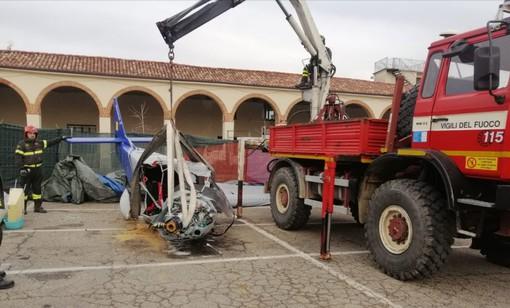 A Moncalvo si lavora per rimuovere l'ultraleggero precipitato in piazza  sabato scorso