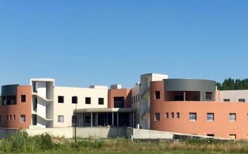 """""""La linea ferroviaria che da Alessandria arriva a Castagnole potrà avere una fermata dedicata all'ospedale della Valle Belbo"""""""