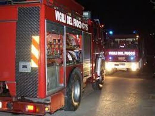 Incidente nella notte sulla A21, auto finisce fuori strada: 118 e Vigili del Fuoco liberano dalla lamiere gli occupanti