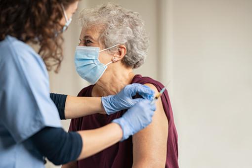 Prosegue la campagna vaccinale anti Covid rivolta agli ultra ottantenni