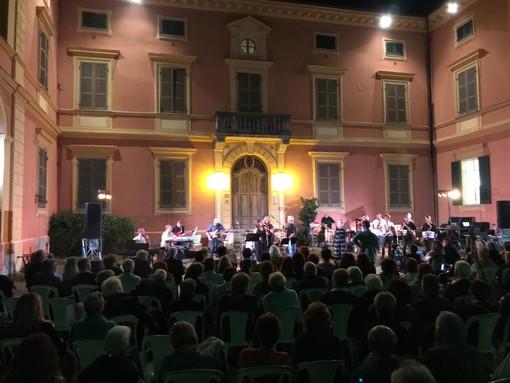 Grande successo per la serata musicale di solidarietà andata in scena a Villa Badoglio