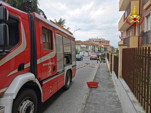 Asti, perdita di gas in via Valence, i vigili del fuoco isolano la zona