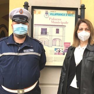 Il sindaco Macchia con il nuovo agente di polizia Nivino