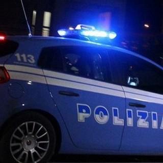 Minaccia di morte la compagna con una pistola, 46enne denunciato dalla Polizia