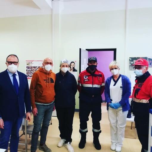 Il sindaco Cavallero nella sede vaccinale